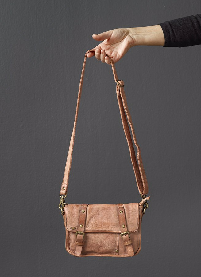 vaska-Saddle-bag-blush-fram-20280.jpg